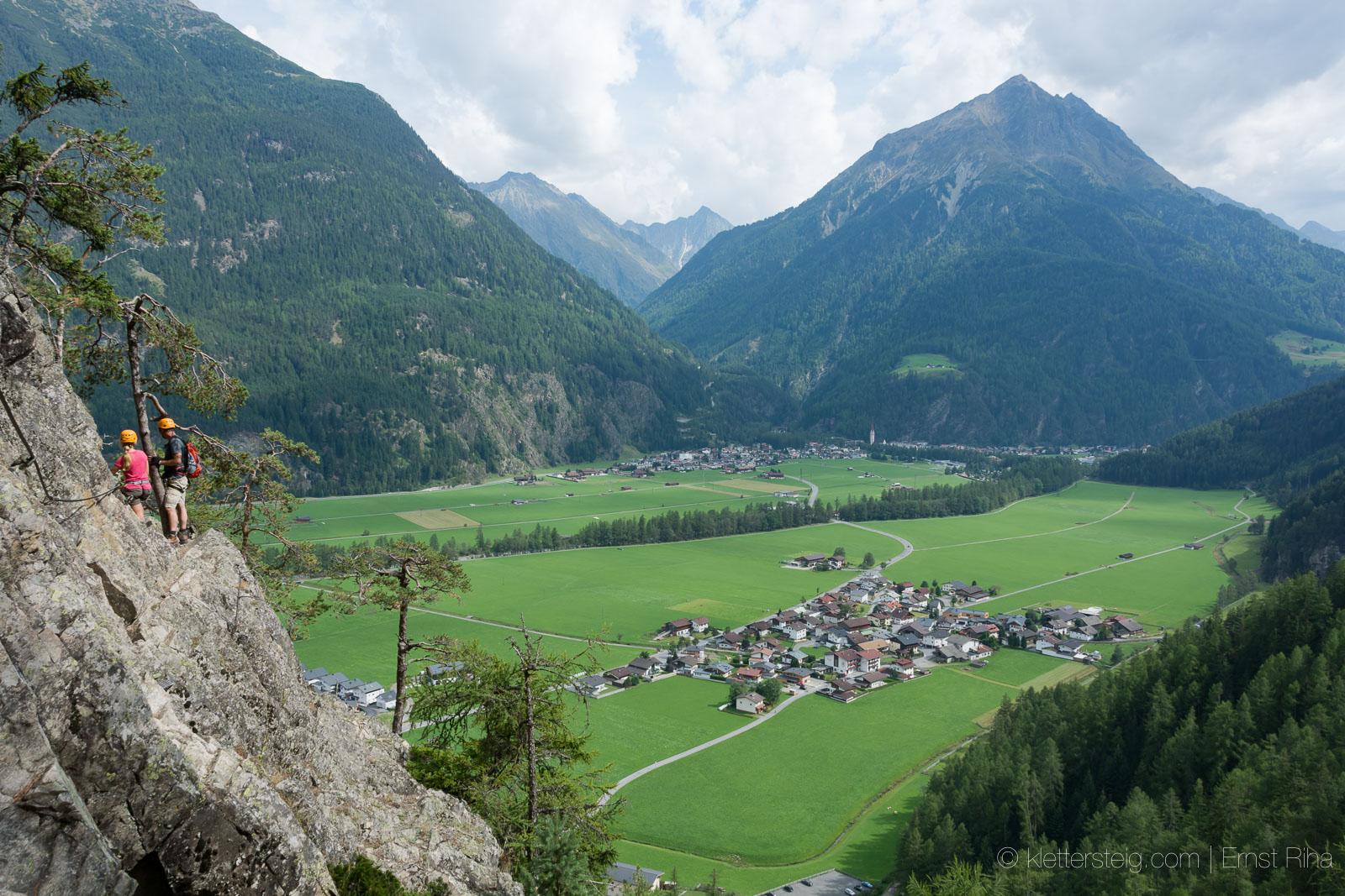 und ein Blick ins Tal.